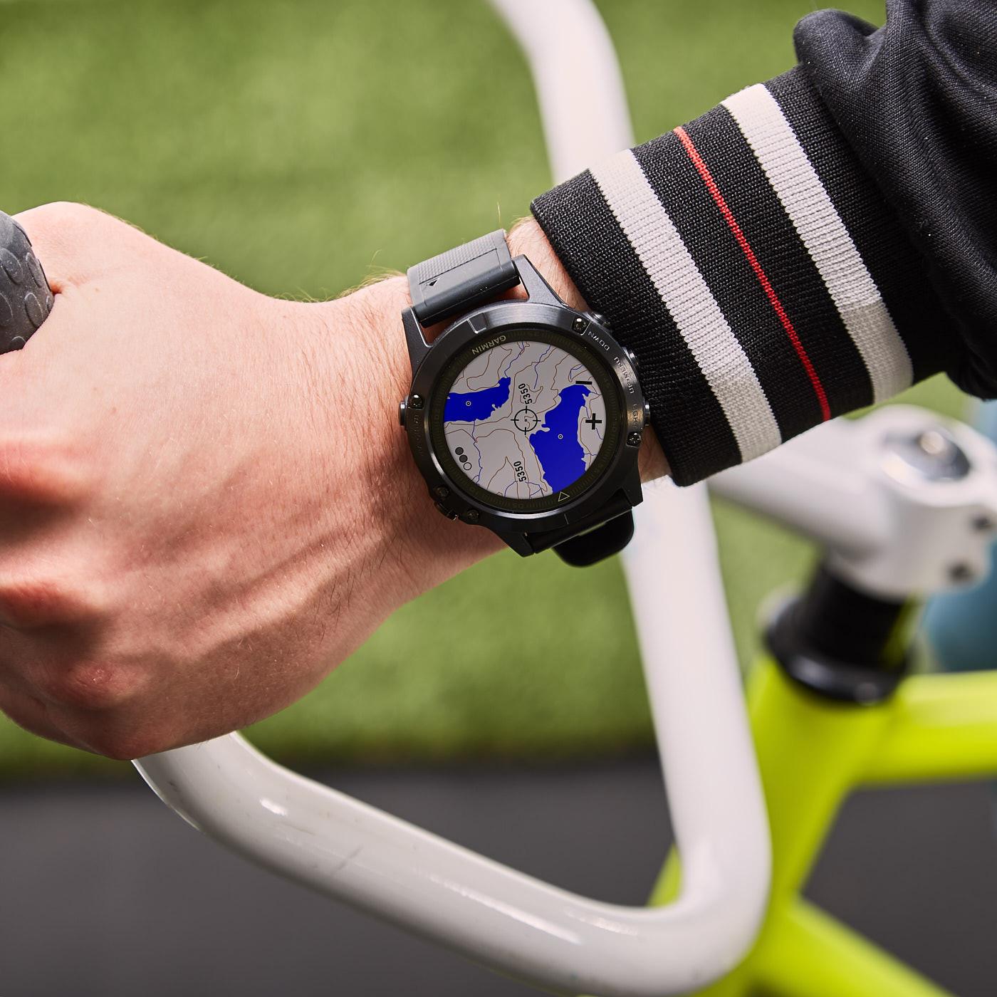 Garmin Fenix 5S Sapphire Smartwatch 010-01688-11 (42 mm)