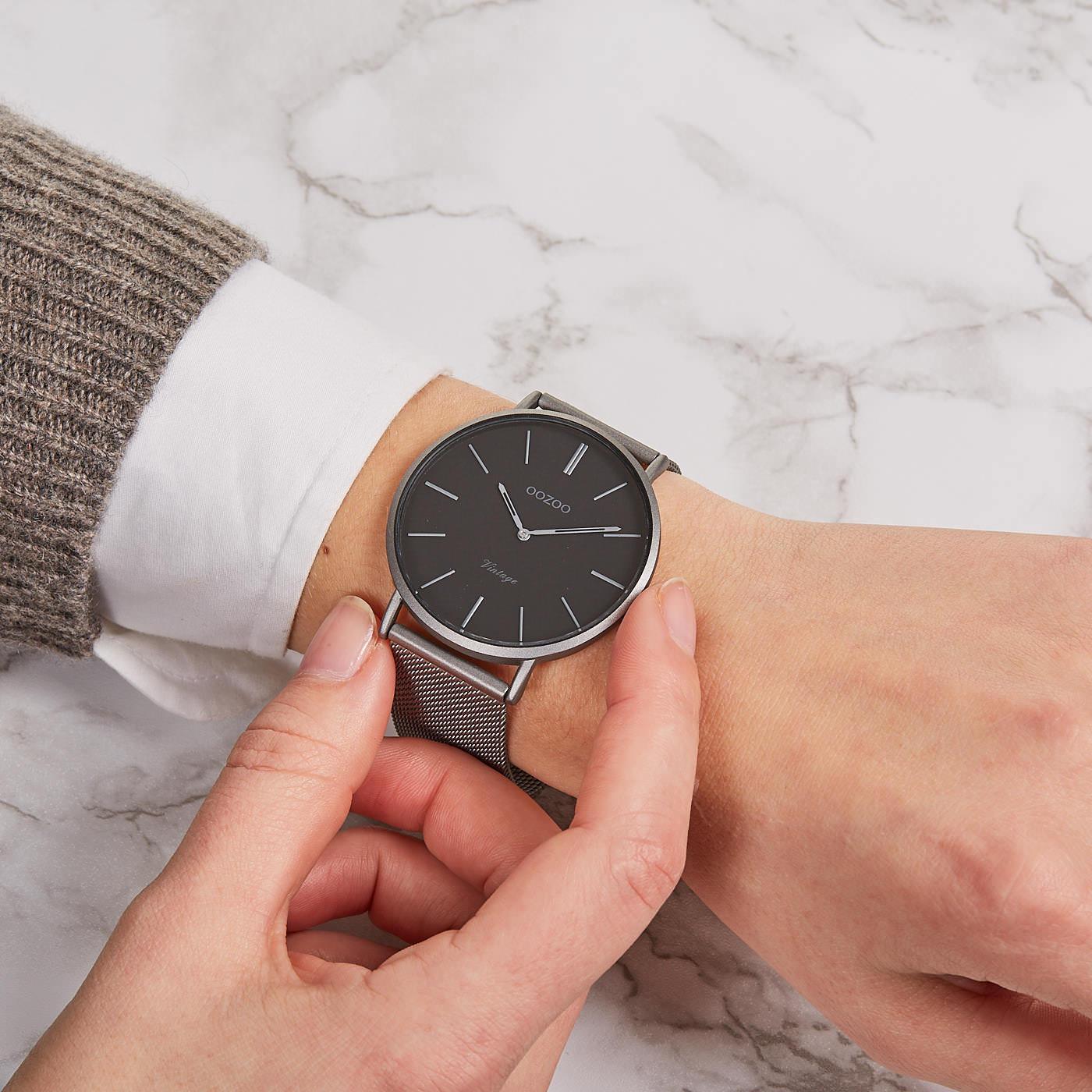 OOZOO Vintage Titanium/Zwart horloge C9928 (44 mm)