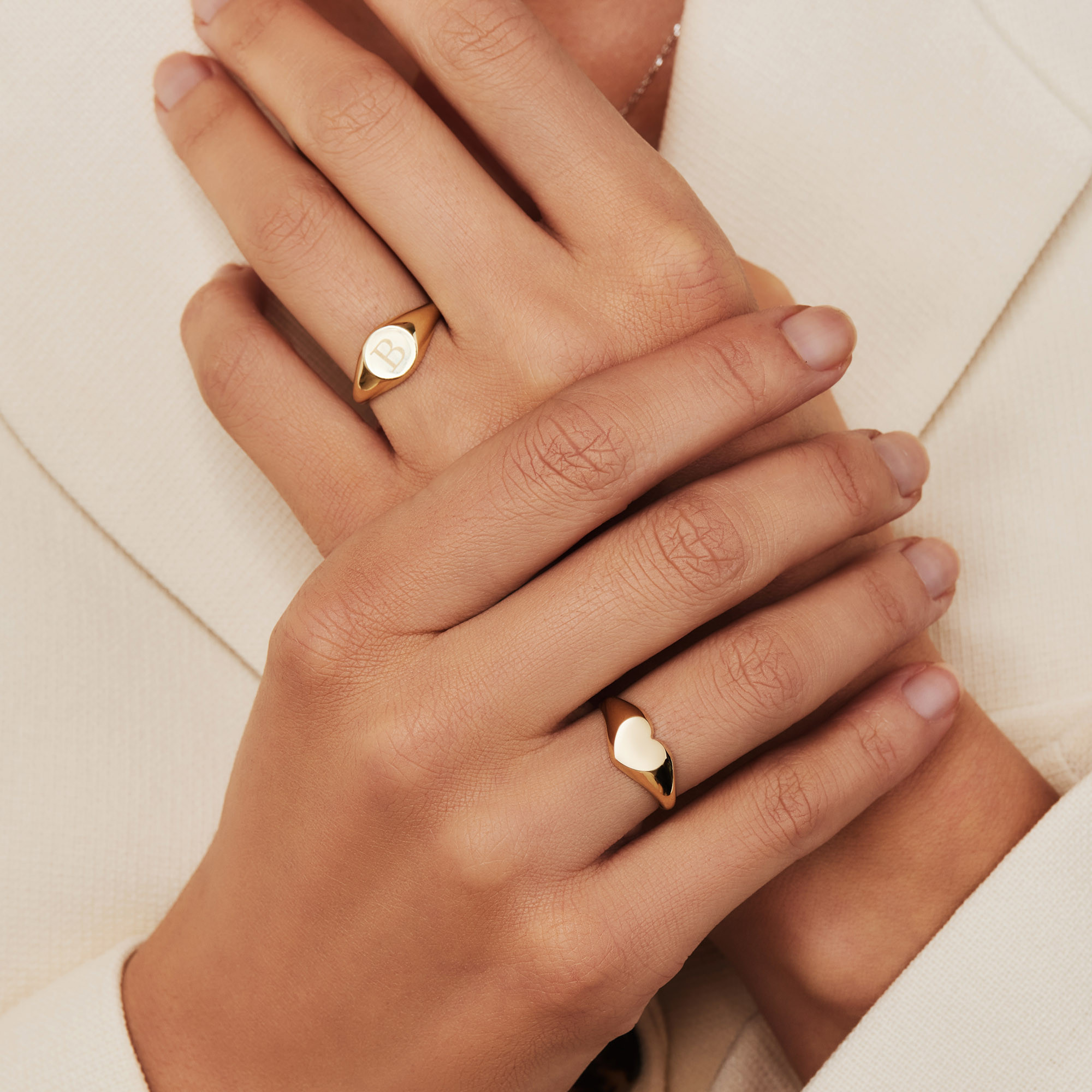 Isabel Bernard Le Marais Lauren 14 Karaat Gouden Initial Ring IB330034L (Letter: L)