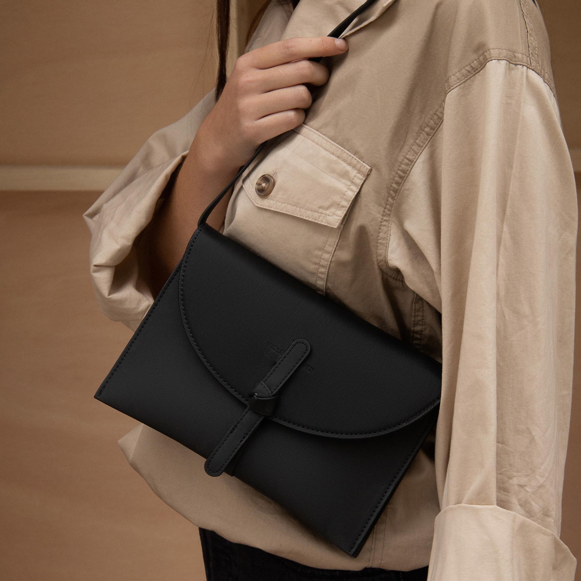 Violet Hamden Essential Bag Black Clutch VH22005