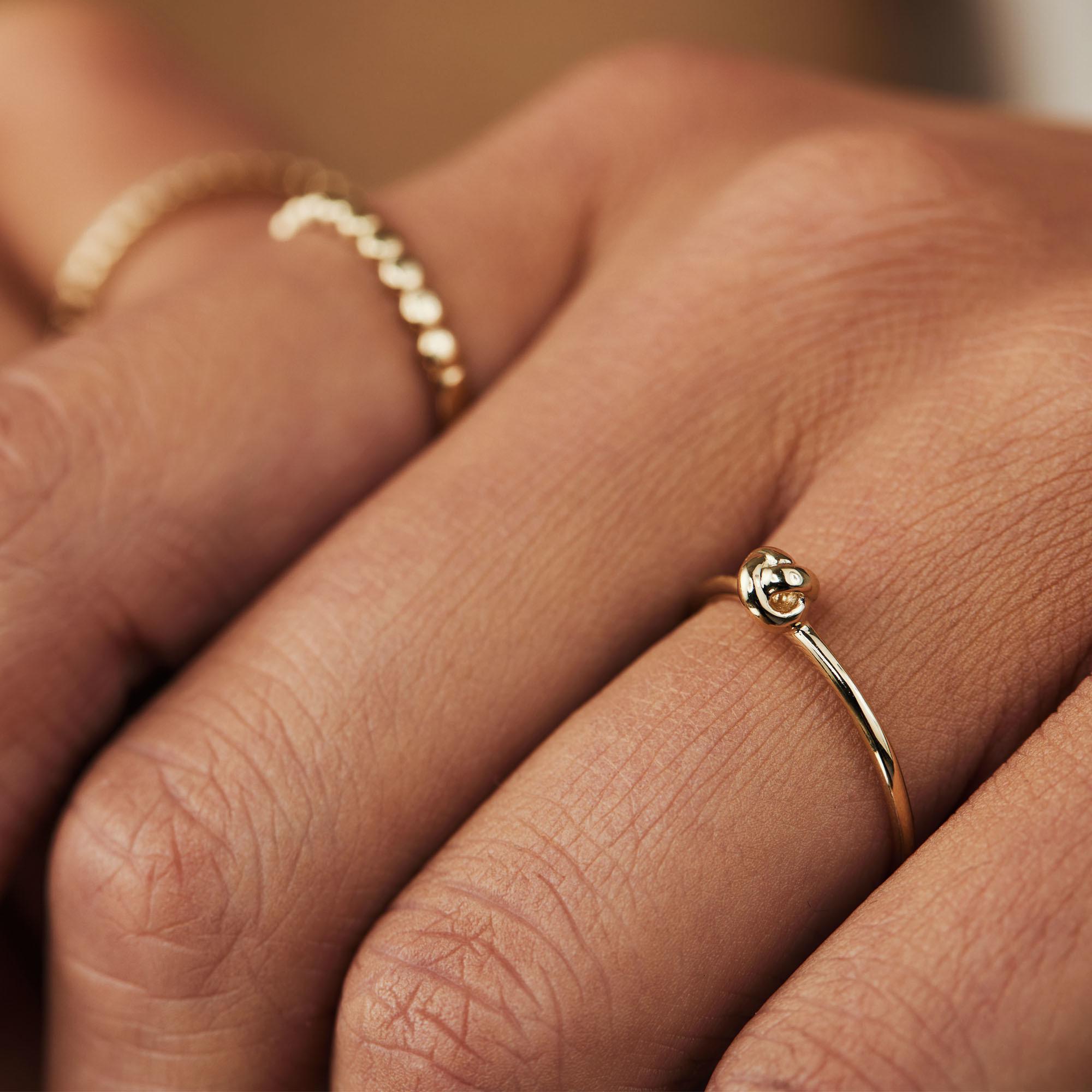 Isabel Bernard Asterope 14 Karaat Gouden Knot Ring IB330015