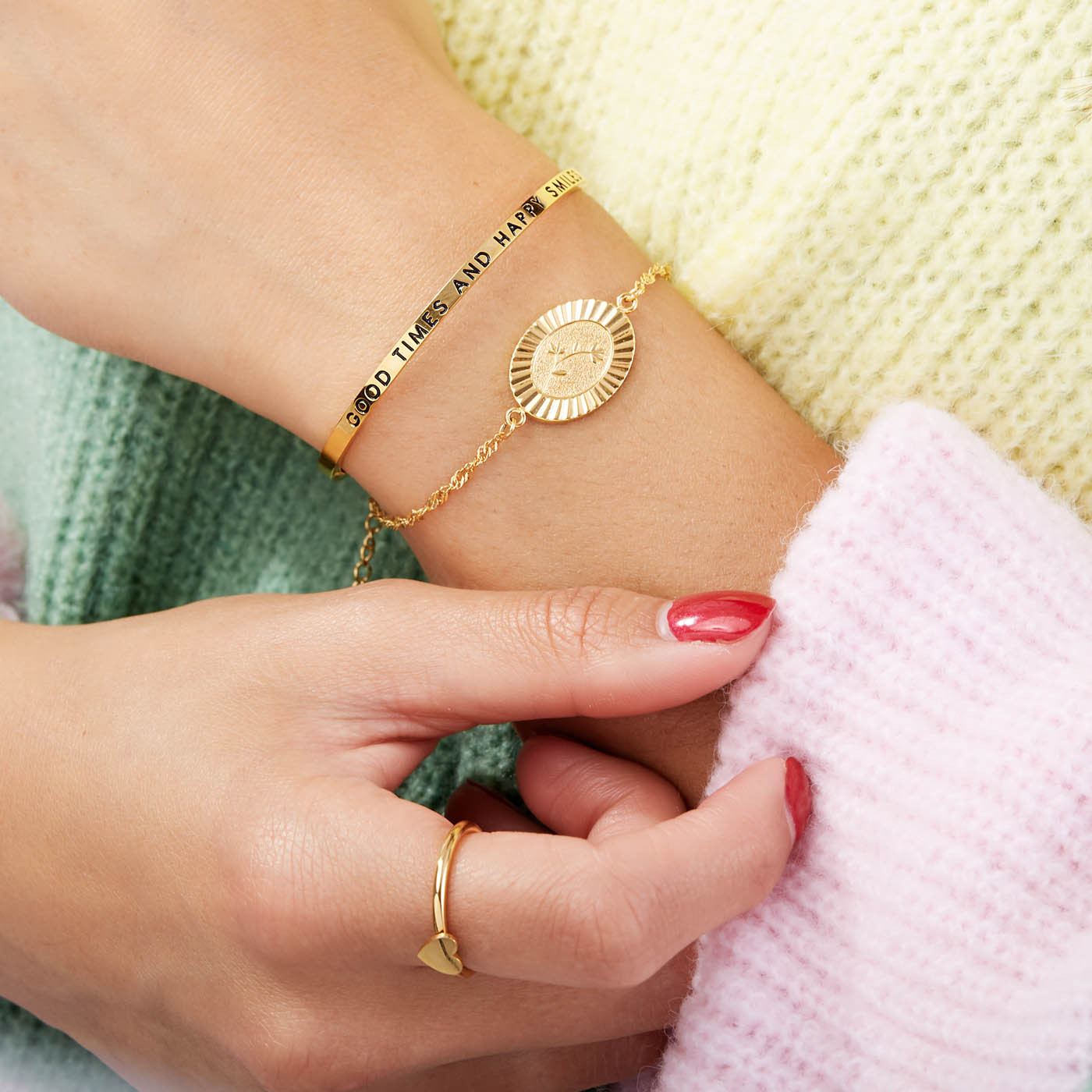 May Sparkle The Bangle Collection Smile Goudkleurige Armband MS10010